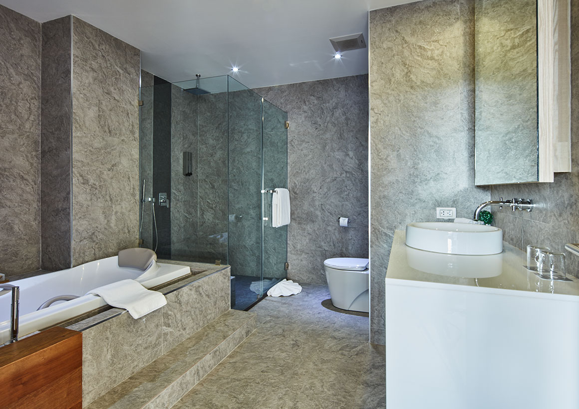 Serenity Hotel Onsen Spa - Executive Pool View - Bathroom shower